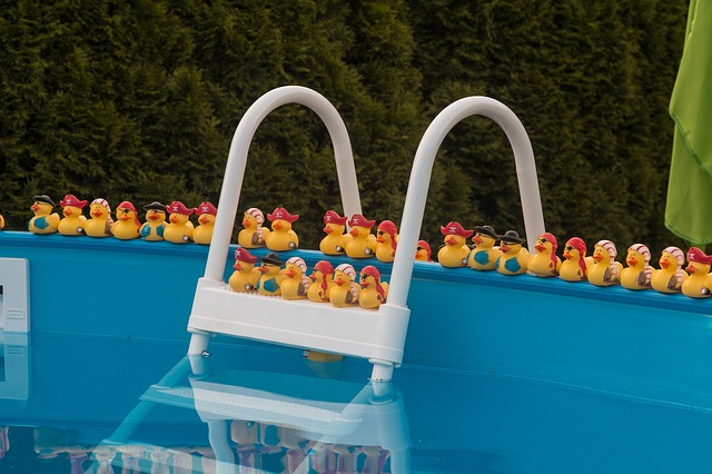 žebřík do bazénu