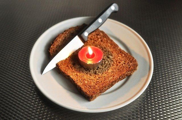 svíčka na chlebu.jpg