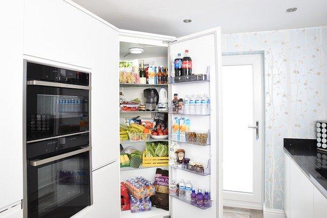 otevřená lednice.jpg