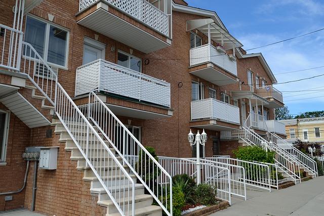 schody před domy